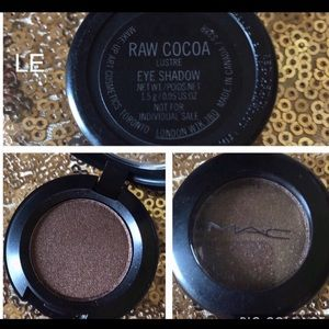 Mac cosmetics LE eyeshadow raw cocoa